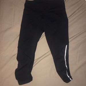 EUC Lululemon cropped pants